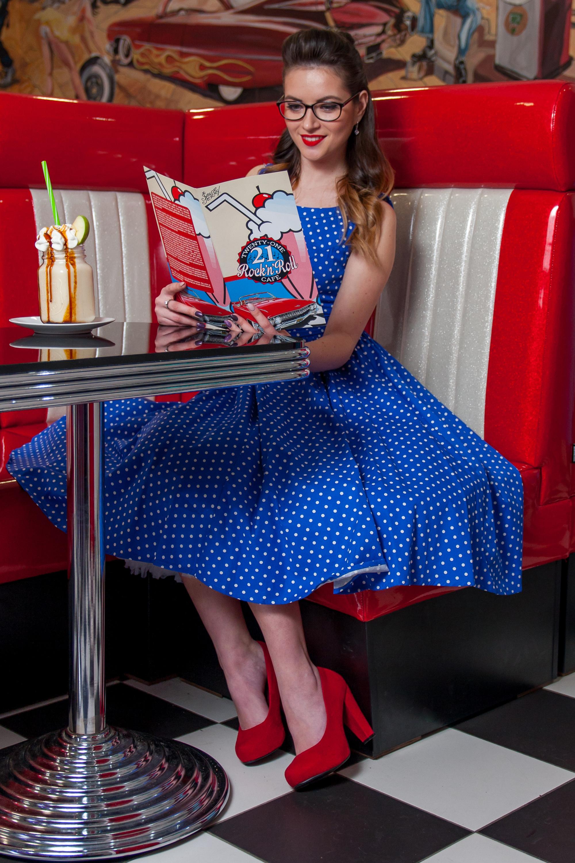 fe6ae9bd4bb ... modré Retro šaty s puntíky Trixy