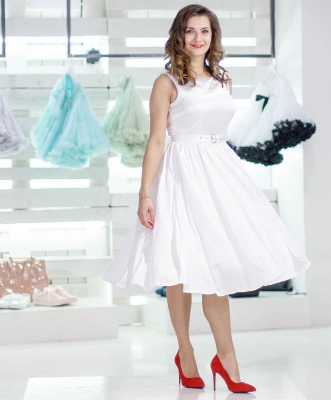 552e10beb86 ... bílé Dolly and Dotty saténové šaty Hyacinth