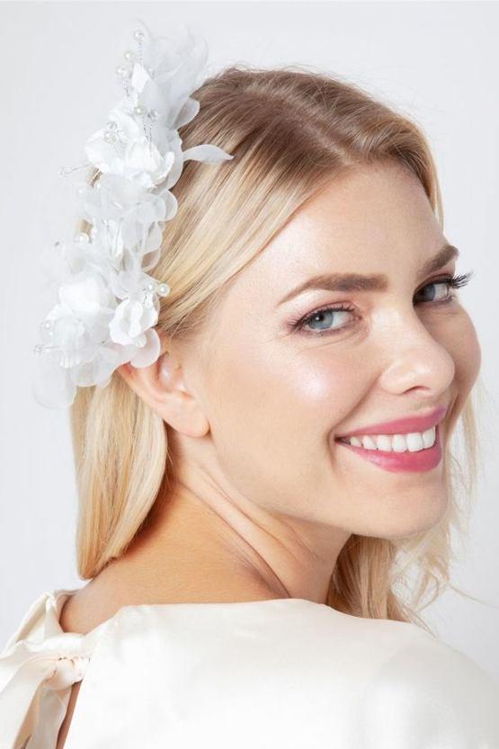 Květinová spona do vlasů Emiliana, bílá